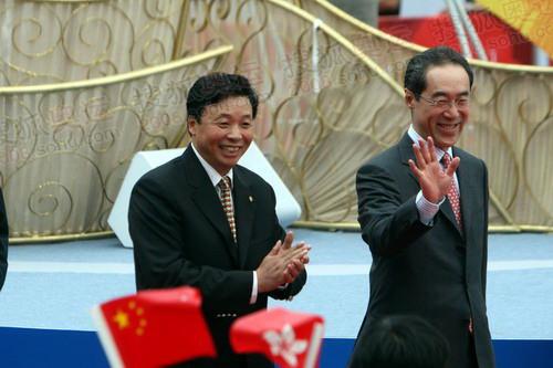 北京奥组委主席杨树安等走进会场受到热烈欢迎