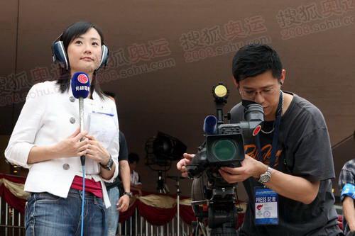 香港多家媒体对仪式进行了全程直播