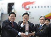 图文:北京奥运会圣火抵达香港 展示火种灯