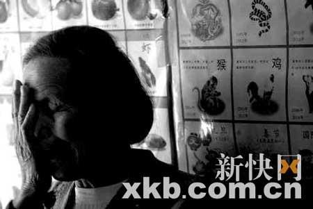 ■小曼丽的离去让外婆很难接受。但听说医院需要研究病毒,外婆却毅然将小曼丽的遗体捐了出去。