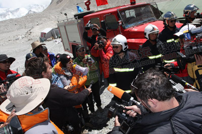 在这个海拔最高的营地,消防官兵是首次派驻团队
