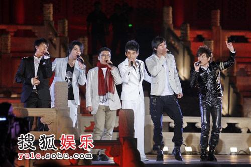 首度组合的韩庚、阿杜、庞龙、苏醒、何润东、伍思凯