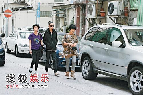徐濠萦与朋友逛街