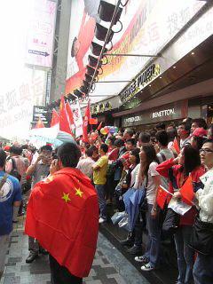 期盼圣火的香港市民