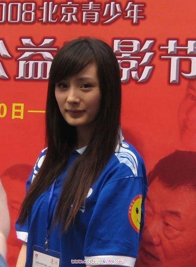 杨幂参加青少年公益电影节
