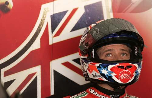 图文:MotoGP上海站首次练习 斯托纳整装待发
