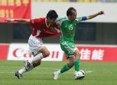 图文:[中超]深圳0-0北京国安 陶伟带球突破