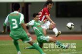 图文:[中超]深圳0-0北京国安 范晓冬射门