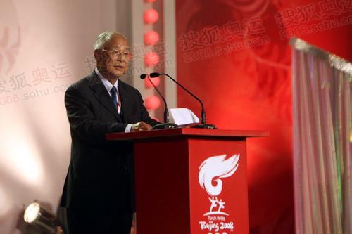 国际奥委会主席罗格代表何振梁致辞