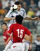 图文:[中超]天津3-1成都 头球摆渡