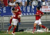 图文:[中超]天津3-1成都 成都庆祝进球