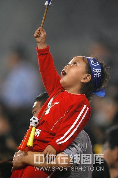 图文:[中超]天津3-1成都 现场小球迷