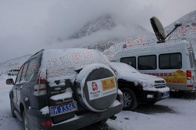 搜狐的报道车被积雪覆盖