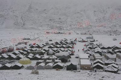 大雪封营,大本营显得安静而素美