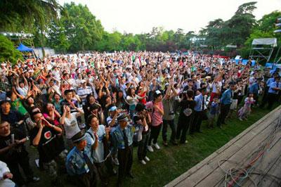 首届杭州西湖现代音乐节现场 现场观众