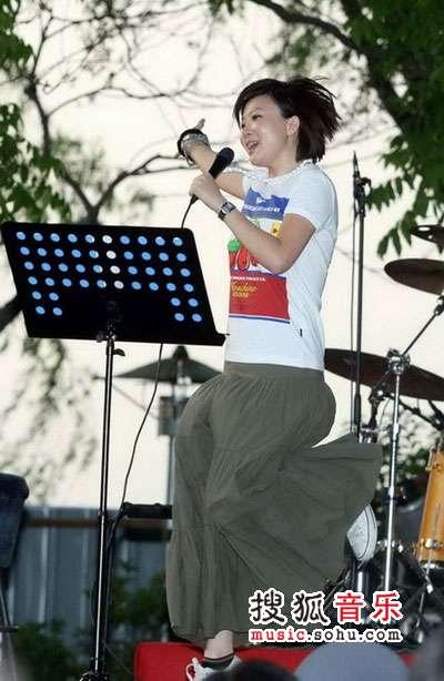 首届杭州西湖现代音乐节现场 叶蓓又唱又跳