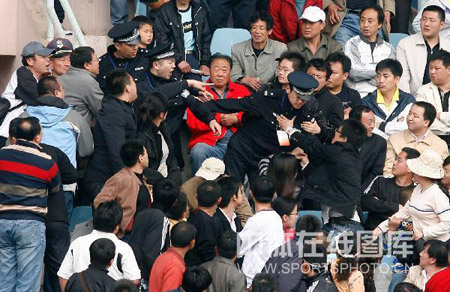 球迷警察冲突