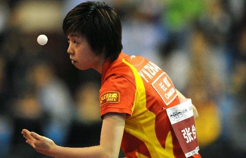 图文:乒乓球超级明星热身赛 张怡宁3-1丁宁