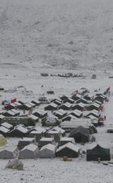 珠峰大本营普降大雪