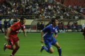 图文:[中超]上海2-0河南 杜威跑位