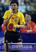 图文:乒乓球超级明星热身赛 陈�^庆祝战胜马琳