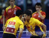 图文:乒乓球超级明星热身赛 陈�^马龙窃窃私语