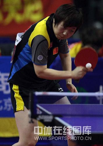 乒乓球超级明星热身赛 范瑛稳健接发球