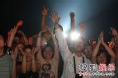 首届杭州西湖现代音乐节 老狼让观众如痴如醉