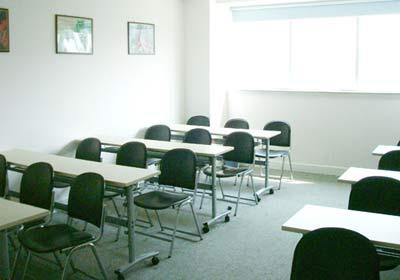 整洁明亮的教室