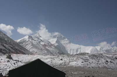 5月4日上午的珠峰-几天前常见的旗云不见了-山顶无风