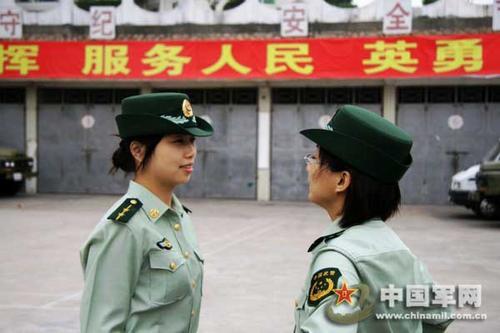 门支队士兵换着07式新军服图片