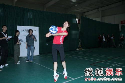 尚雯婕苦练排球