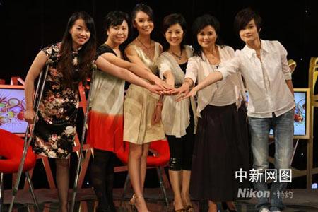 众嘉宾一起见证了2008中华小姐环球大赛启动