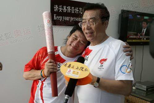 周华健和李双江一起接受采访