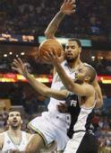 图文:[NBA]马刺VS黄蜂 帕克突破