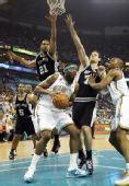 图文:[NBA]艾利欲上篮