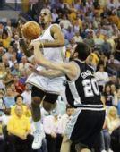 图文:[NBA]马刺VS黄蜂 保罗突破
