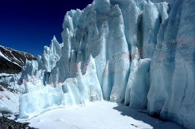 从大本营到前进营地,路上最壮观的就是冰塔林