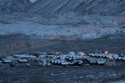 大雪掩映中的大本营,安静的像一个小山村