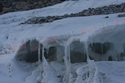 大本营徒步而上竟然还有这样一个小小的冰川
