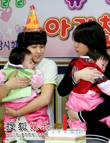 为孤儿庆祝生日