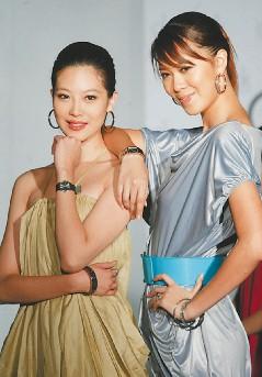 姚采颖(左)为某名表新品走秀。