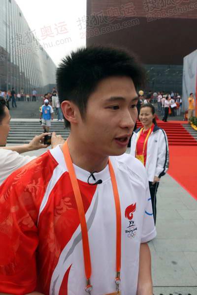 杨景辉接受记者采访