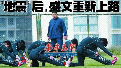 老殷离去,紧接着又是三个客场,郭侃峰肩上的担子很重。本报记者 袁蒙 摄