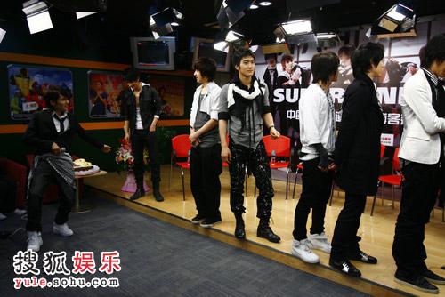SJ-M独家做客搜狐—— 厉旭在表演什么