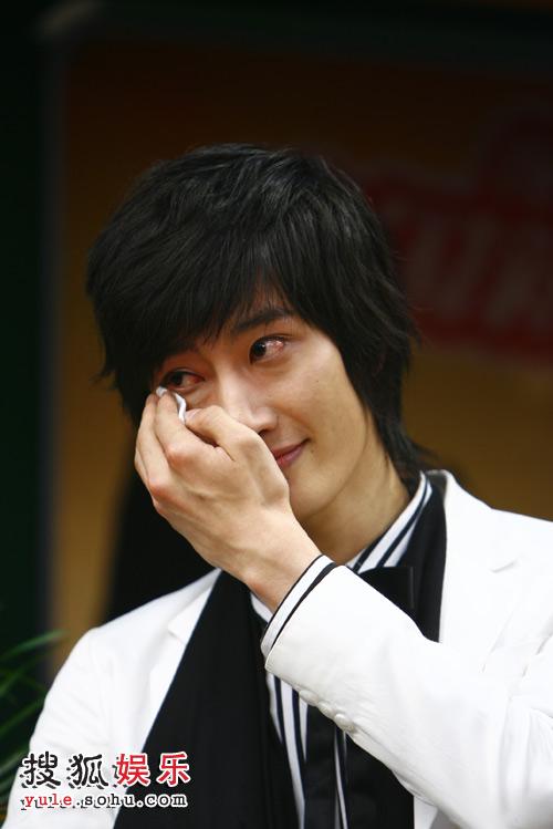 SJ-M独家做客搜狐—— 周觅擦眼泪