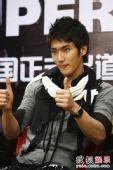 SJ-M独家做客搜狐―― 始源在赞美什么呢