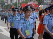 组图:奥运圣火在广州传递 现场维护秩序的警察