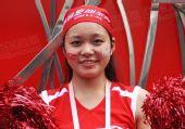 组图:奥运圣火在广州传递 奥运花车的漂亮宝贝
