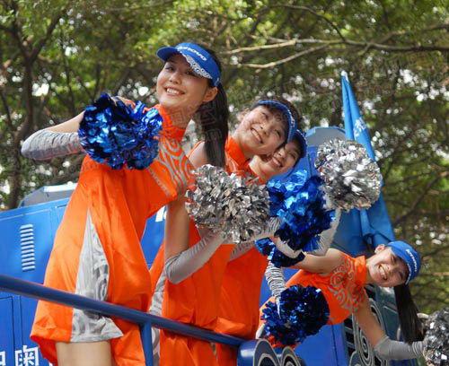广州奥运火炬传递的花车宝贝们